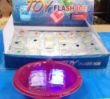 קוביית קרח מהבהבת באורות   קוביות קרח זוהרות   אביזרים למסיבות