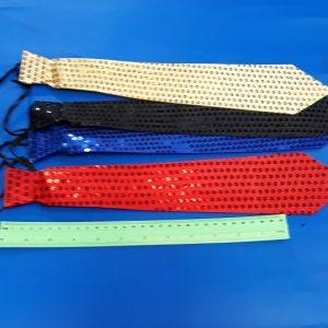 עניבה למסיבות, מבד ופייטים