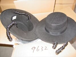 כובע לחסיד, לבד