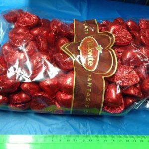 """לבבות שוקולד אדומים 1 ק""""ג כ120 יחידות"""