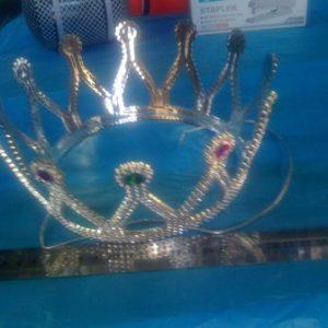 כתר מלכה מפואר