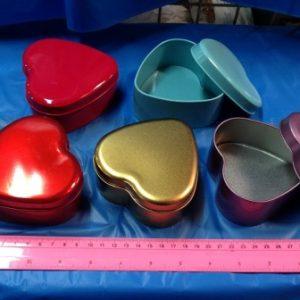 קופסאות לבבות מתכת