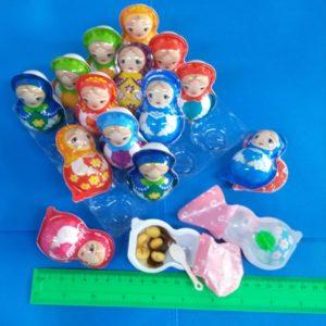 בבושקה, מטריושקה, עם ממתק וצעצוע