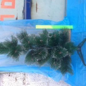 """קישוטים לכריסמס, עץ אשוח, 60 ס""""מ עם קצוות שלג צבועים"""